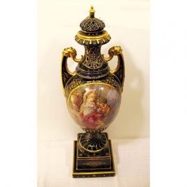 Another view of Royal Vienna urn, late 19th century
