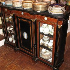 Burl walnut cabinet with 4 Wedgwood inserts