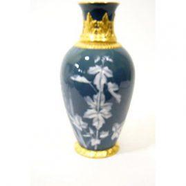 Pate-sur-pate vase made by Grainger, Worcester. Sold