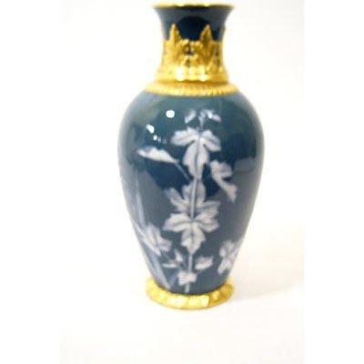 Pate -sur-pate vase made by Grainger