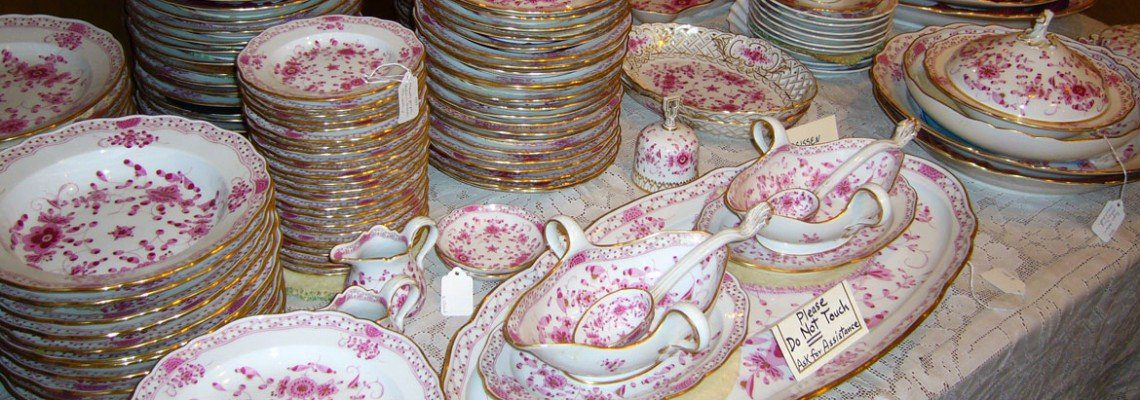Extensive Meissen Purple Indian Dinner Set