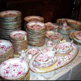Extensive set of Meissen purple Indian china
