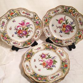 Set of sixteen Carl Thieme Potsnappel Dresden reticulated dinner plates