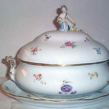 Meissen Streublumen figural tureen, ca-1880s-1890s,  tureen and under plate, Price on Request
