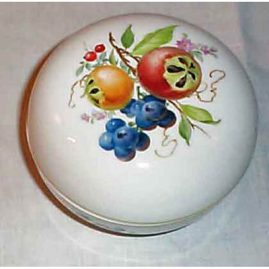 Meissen box with fruit, Price on Request
