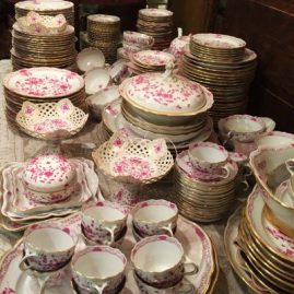 Extensive Meissen purple Indian dinner service