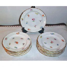 Set of 12 Meissen streublumen cake plates. Price on Request.