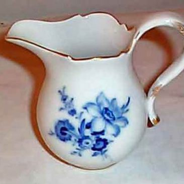 Meissen blue flowered creamer, ca-1953-1957, SOLD We have many different Meissen creamers in many other patterns like streublumen, purple Indian Meissen and blue onion Meissen.