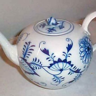 Meissen blue onion teapot with flower on top, ca-1890, Sold