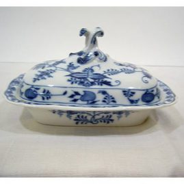Meissen blue onion covered butter or cheese dish