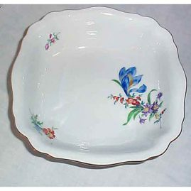 Meissen flowered square bowl
