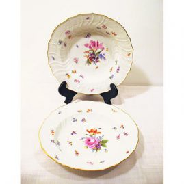 Meissen late 19th century dinner set with flowers and bugs, each plate painted differently, 12 dinners and wide rim soups, can be sold in sets of 12,. prices on request.