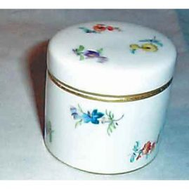 Meissen streublumen box, 2 inches, ca- 1900-1920. Sold. We have other Meissen boxes available.