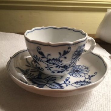 Meissen blue onion cups and saucers available, mostly before 1890s, Prices on Request