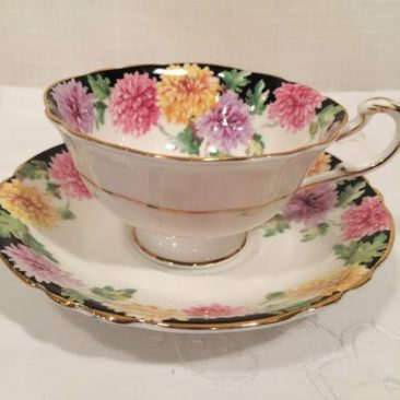 Paragon teacup and saucer with double Paragon mark, around 1939. Sold