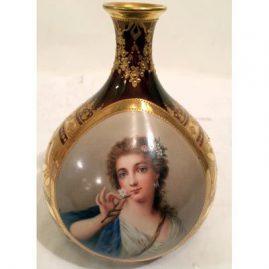 Royal Vienna gilded vase artist signed Wagner of Madame Pompadou