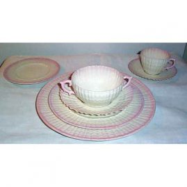 Belleek dinner set, black mark, 12 dinners, lunches, cream soups and saucers & breads, 8 cups and saucers, 1927-41, $7600.00