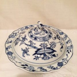 Meissen blue onion covered pancake or butter dish. Circa-1923-1933. Diameter-91/4 inches, Height-6 inches. Price on Request.