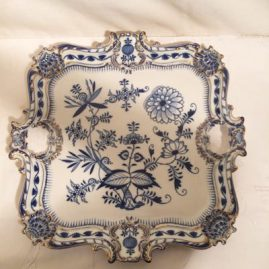 Fabulous Meissen blue onion square tray with gold rim