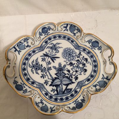 Beautiful rare Meissen blue onion tray with gold border