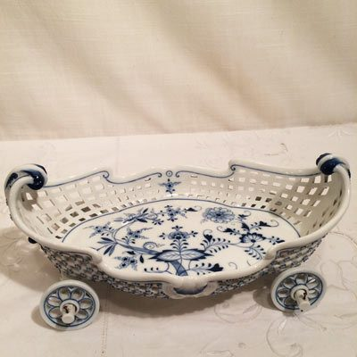 Rare Meissen blue onion bowl in the shape of a truck
