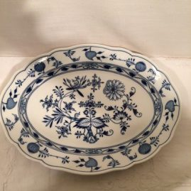 Meissen blue onion platter. 15 3/4 inches wide by 11 1/2 inches tall. Circa-1890s. Price on Request.