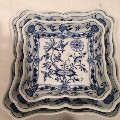 Nest of three square blue onion Meissen bowls