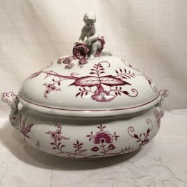 Meissen pink onion rare large tureen with a putti figurine on top holding a cornucopia. Price on Request.