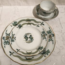 Service for fourteen Meissen green court dragon set