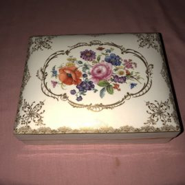Rare Meissen box with four Meissen boxes inside