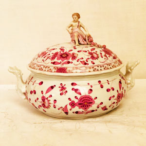 Meissen Purple Indian Round Tureen With a Putti Holding a Cornacopia With Fruit on The Cover